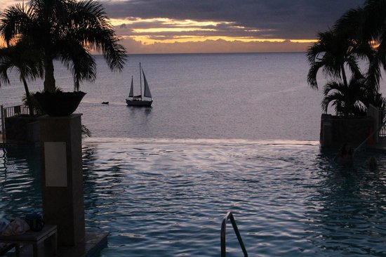 Frenchman's Reef & Morning Star Marriott Beach Resort: Infinity pools