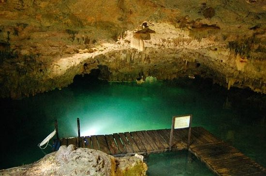 Hidden Worlds Family Cenote Park: Great swim through the caves in the crystal clear water.