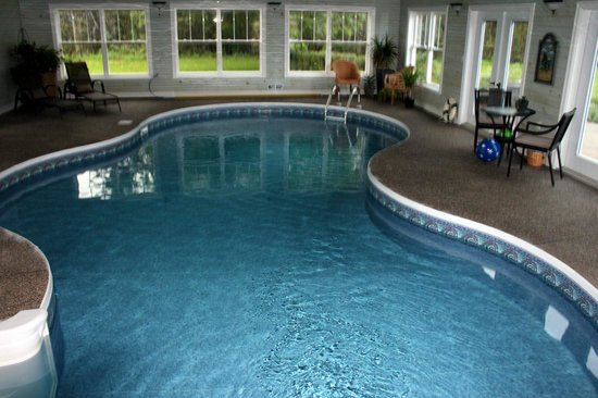 The Graham Inn: Salt water pool