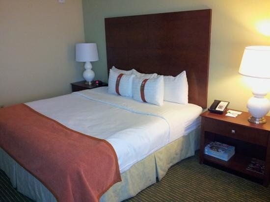 Holiday Inn Orlando – Disney Springs Area: bed