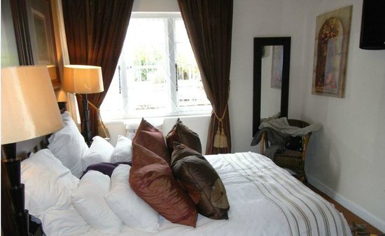 Duikerfontein Bed and Breakfast : room with kingsize bed