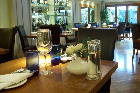 The Birch at Woburn: Elegant Dinning room