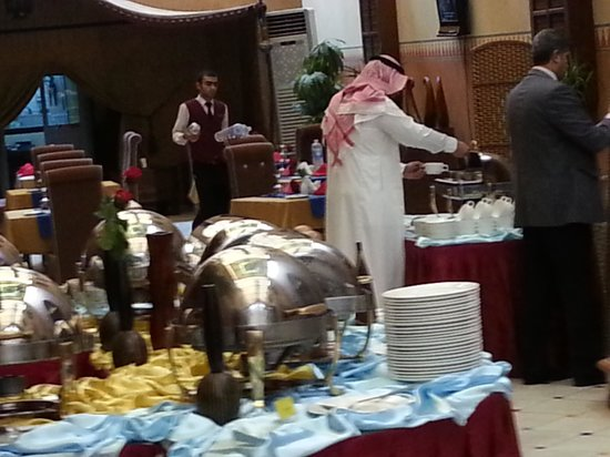 Royal Hotel & Suites : Buffet
