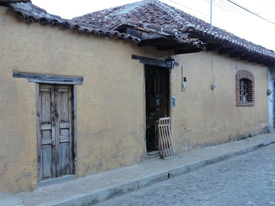 Posada del Abuelito: from the street