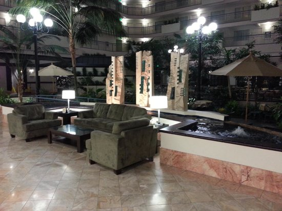 Embassy Suites by Hilton Dallas Love Field: The Lobby