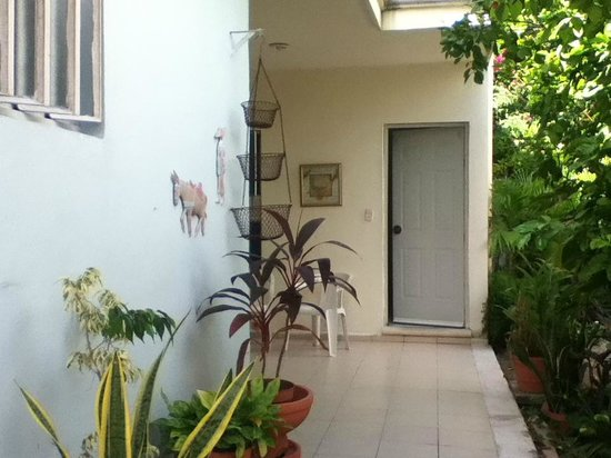 El Jardin Bed and Breakfast: Private rooms, ground floor