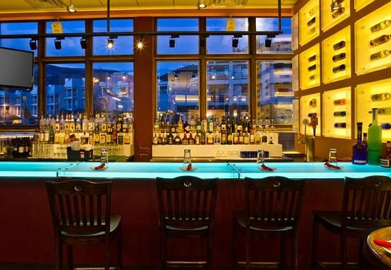 Blue Plate: Relax in the casual and colorful bar