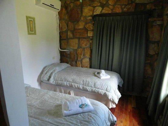 Hosteria Las Piedras: Habitación con camas separadas
