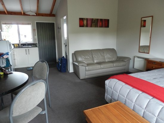 Te Anau Top 10 Holiday Park: one bedroom motel unit