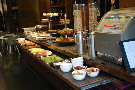 Olivia Plaza Hotel: Breakfast
