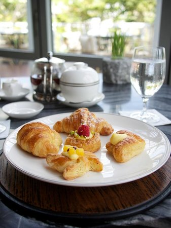 Amatara Wellness Resort: Best Croissants in Phuket