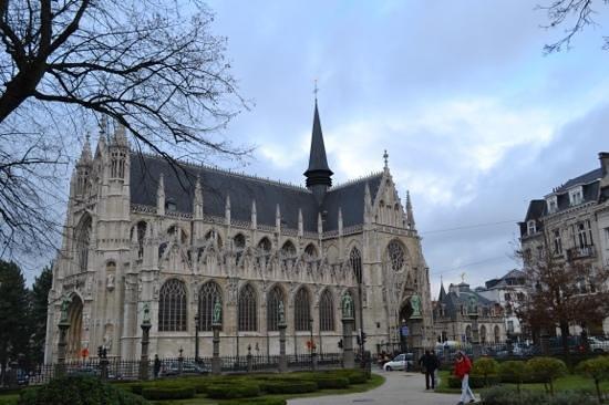 Notre Dame du Sablon : View from opposite park