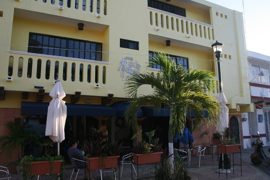 Flamingo Hotel: Front of the building