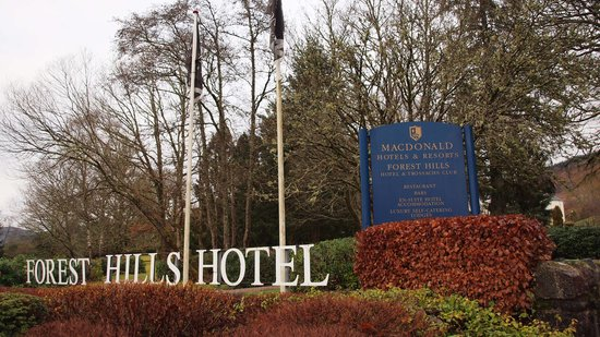 Macdonald Forest Hills Hotel & Spa: The entrance to the grounds