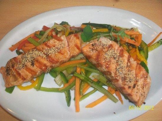 Engel : Salmon Rosado con verduras al vapor