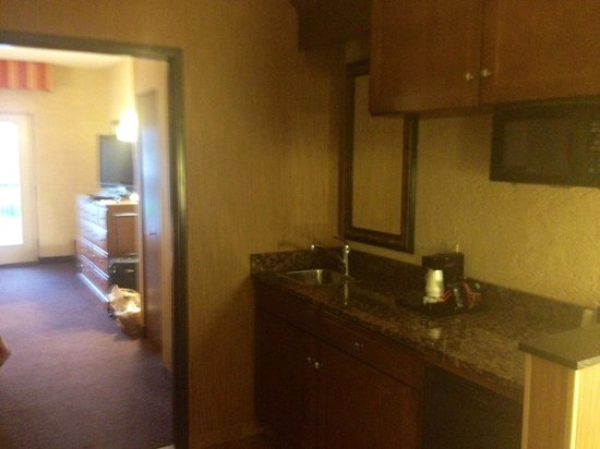 Drury Inn & Suites Flagstaff : Mini Fridge and microwave
