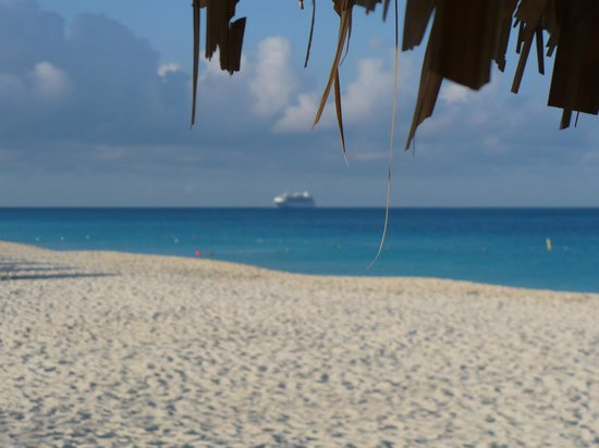 La Cabana Beach Resort & Casino: Cruise ship from the beach