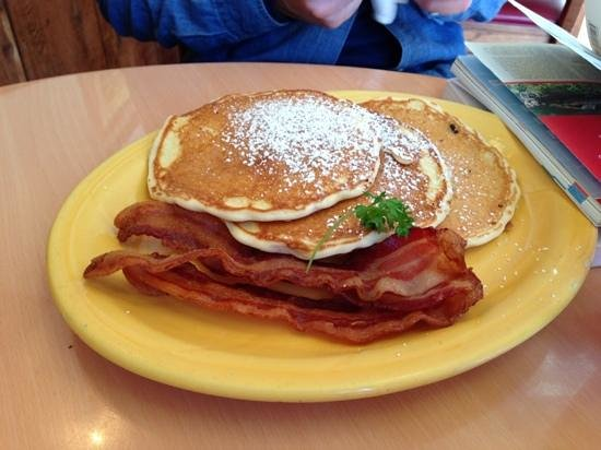 Maggie Mae's Sunrise Cafe : full pancakes with bacon