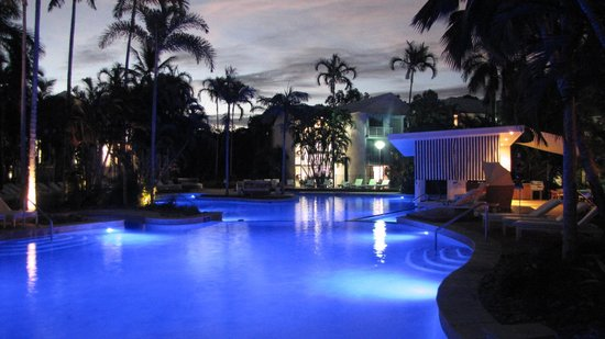 QT Port Douglas: Hotel Pool by Night