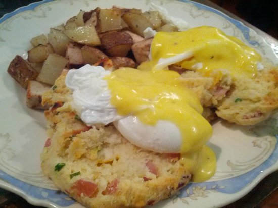 Alice's Tea Cup : Scone Benedict