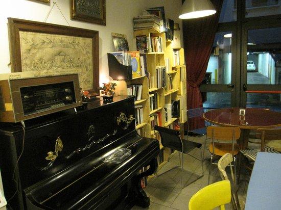 Ostello Bello: Bar / Entrance