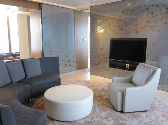 Hotel ICON: Club Suite 80 living room