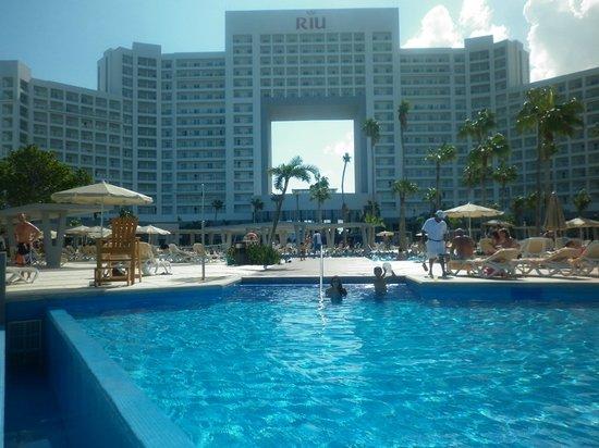 Hotel Riu Palace Peninsula : vista desde la piscina y playa