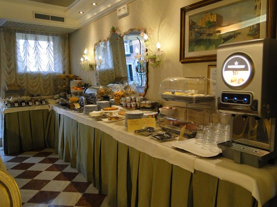 HOTEL OLIMPIA Venice: Breakfast Room