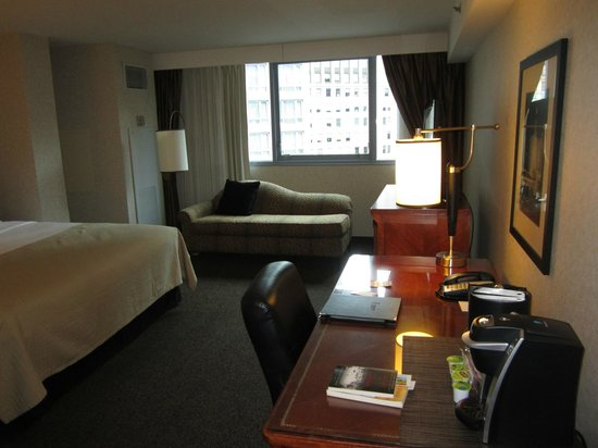Wyndham Grand Chicago Riverfront: bedroom area