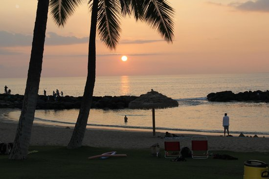 Beach Villas Resort: Sunset at Ko Olina