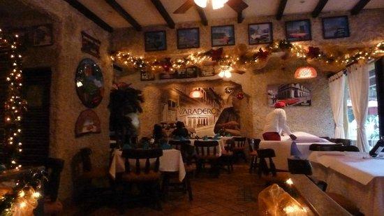 Varadero Pescados & Mariscos: Im Inneren