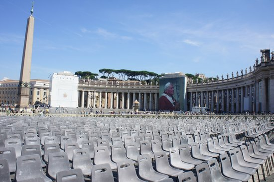 St. Peter's Square (Piazza San Pietro): I loved it