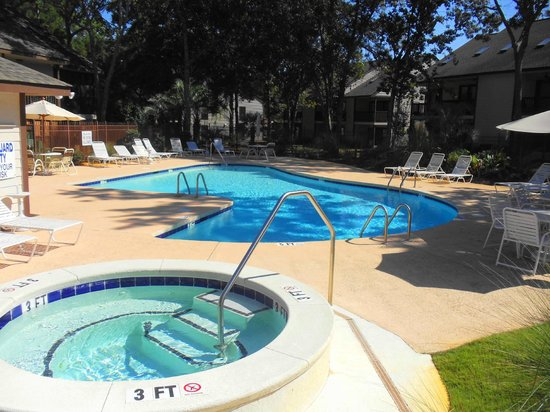 Little River Inn : Pool and Jacuzzi