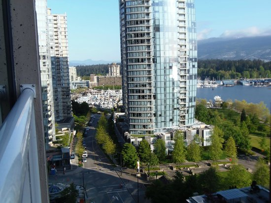 Pinnacle Hotel Vancouver Harbourfront: Looking North