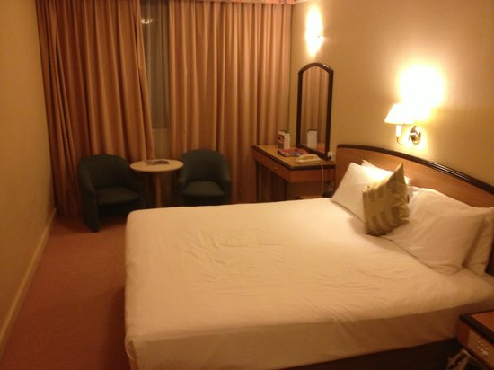 Quality Hotel Ambassador Perth: Bedroom