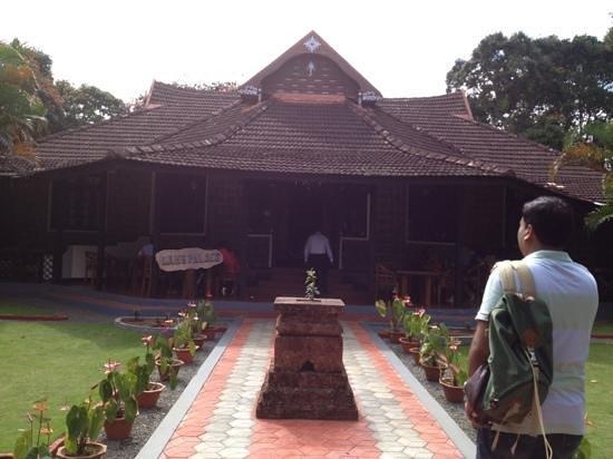 KTDC Lake Palace Thekkady: entrance
