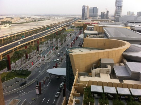 Address Dubai Mall: View from the room to Dubai Mall Entrance