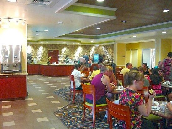 Comfort Suites Downtown: Breakfast room