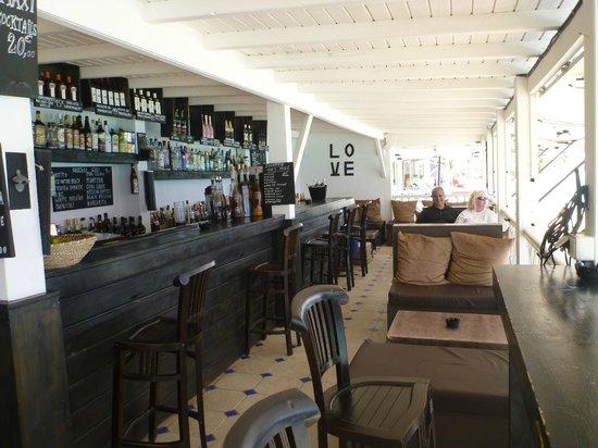 LOVE : Restaurant / Cafe / Bar
