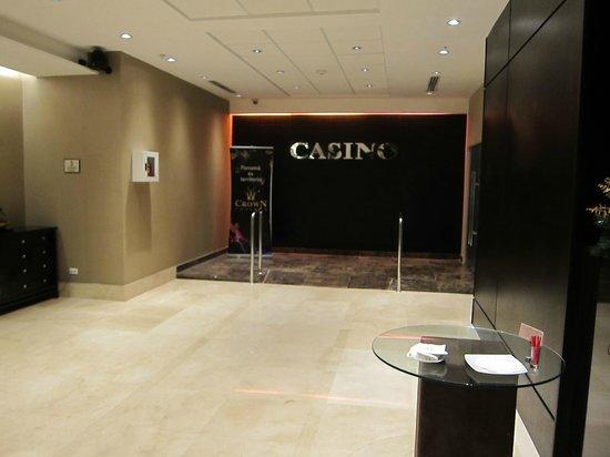 Sheraton Grand Panama: front desk / entrance to the casino