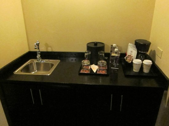 Sheraton Grand Panama: wet bar in the suite