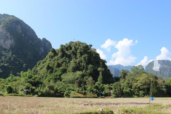 Lusi and Pha Poak Caves: Pha Poak - the orange flag marks the place the peak photograph was shot : )