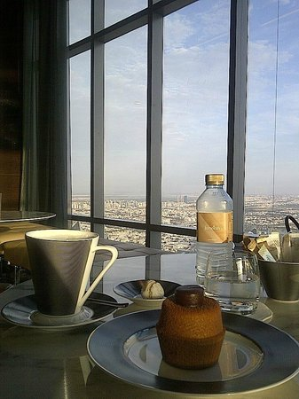 Jumeirah at Etihad Towers : Observation Desk at 300