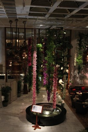 Mandarin Oriental, Bangkok : The lobby always looking amazing