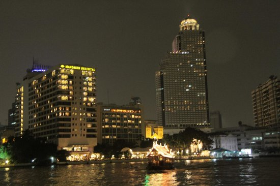 Mandarin Oriental, Bangkok : The Spa is on the otherside of the river. Photo taken from the spa side looking at the main hote