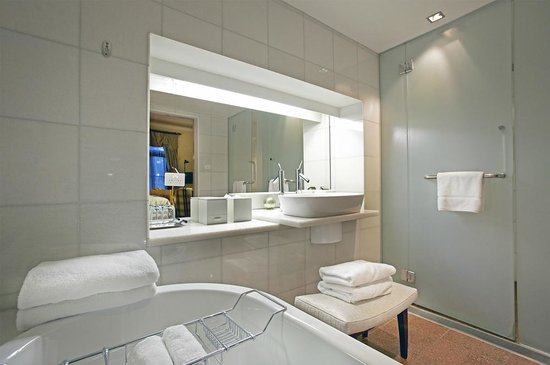 Islington Hotel: Signature Room Bath