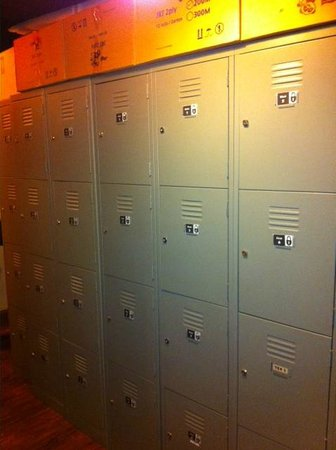 Beds and Dreams Hostel at ChinaTown: Lockers