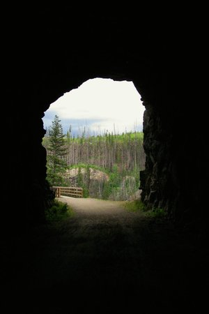 Myra Canyon Park: Exiting a tunnel on the KVR