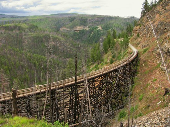 Myra Canyon Park: One of the many KVR trestles