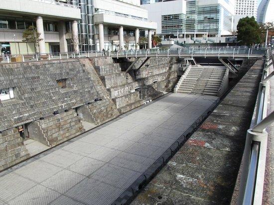 Dockyard Garden: 横上からの眺め (深さは10mです)